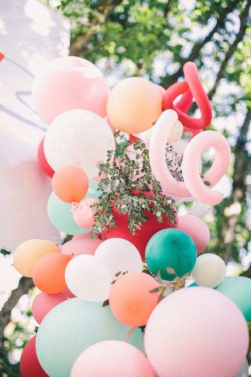 balloon arch for the entrance to a girl's party (1)