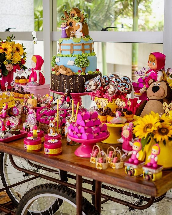 Colors to decorate a candy bar of masha and the bear