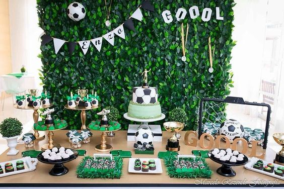 how to decorate a main table with a football theme