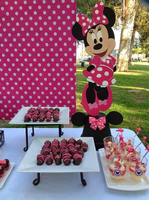 minnie mouse dessert table (3)