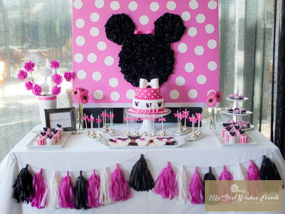 minnie mouse dessert table (1)