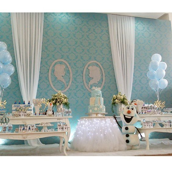 nina decoracion frozen 2's birthday
