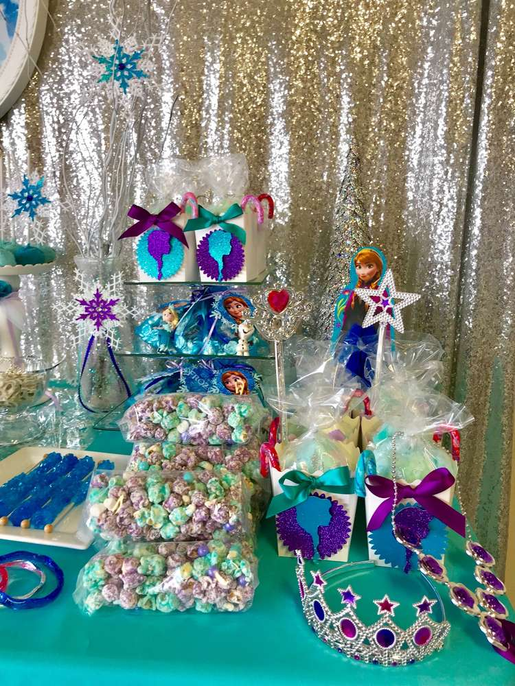 how to decorate frozen candy table 2