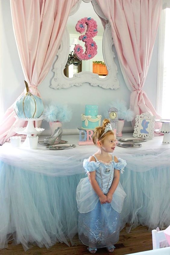 Decoration main table Cinderella party (4)