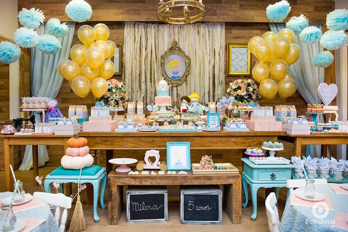 main table decorated with cenicienta theme with balloons (3)