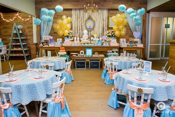 Decoration main table Cinderella theme with balloons