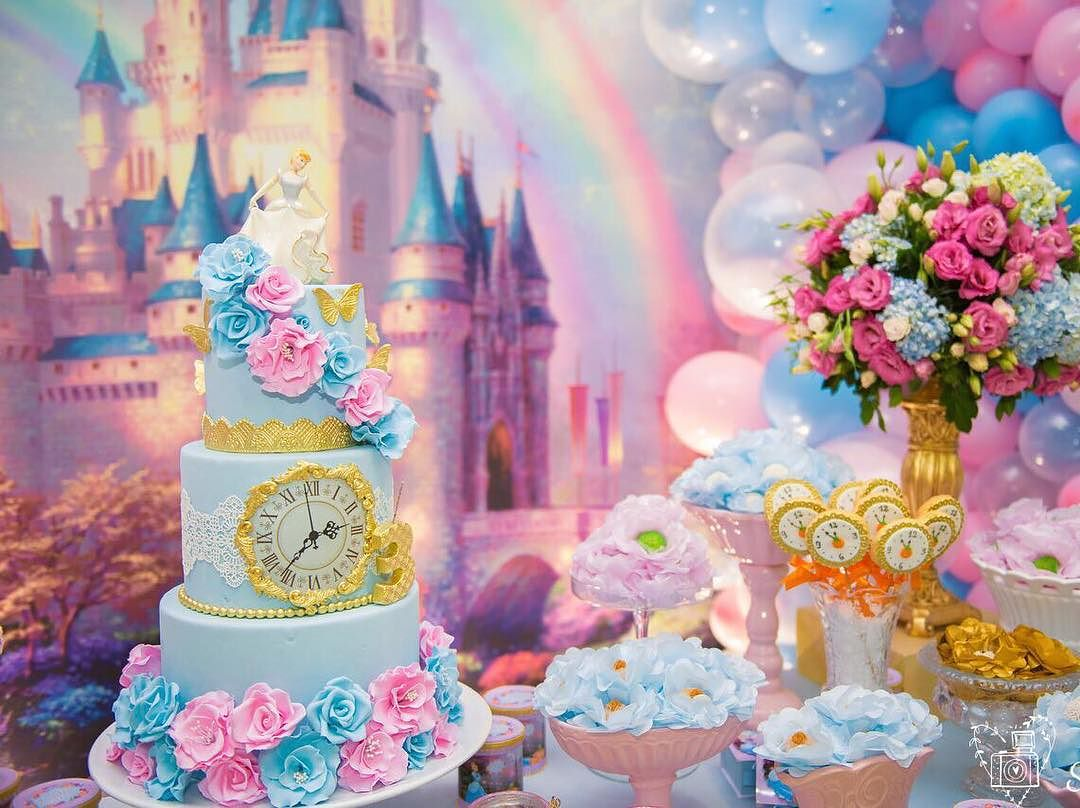 Cinderella cake of 2 floors