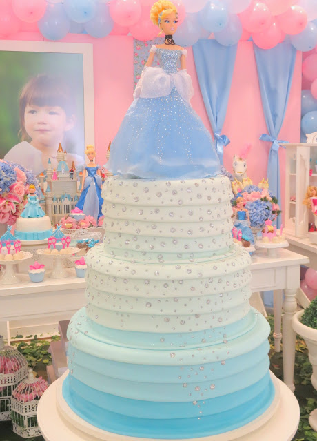 Cinderella cake with 2 floors (2)