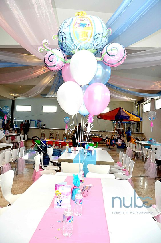 centerpiece with Cinderella balloons