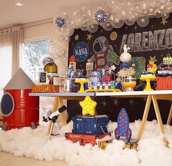 Decoration of astronauts for children's parties