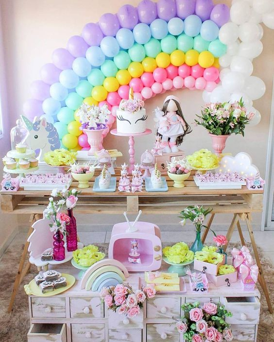 decoration with balloons main table party unicornio