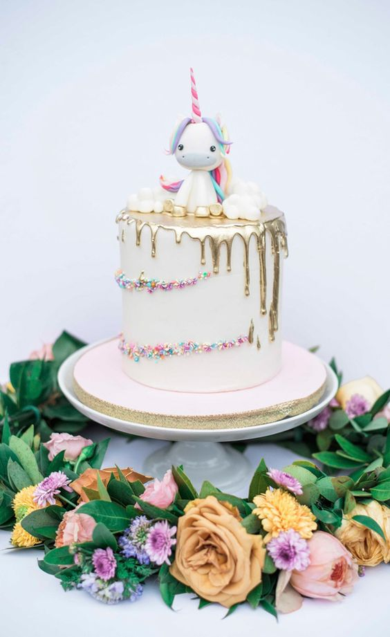 small cake for unicorn party (2)