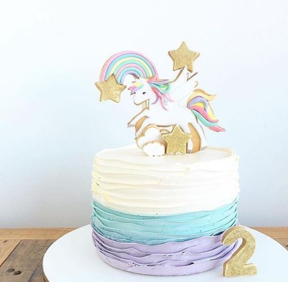small cake for unicorn party (3)