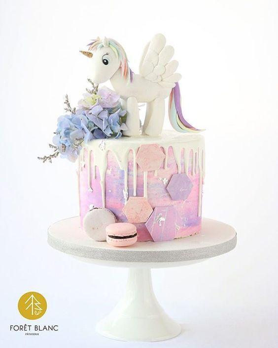 small unicorn cake