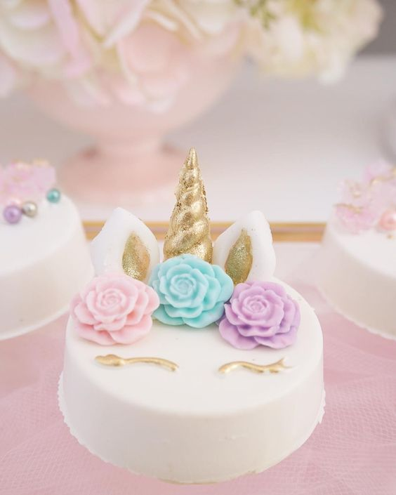 simple cake for unicorn party (2)