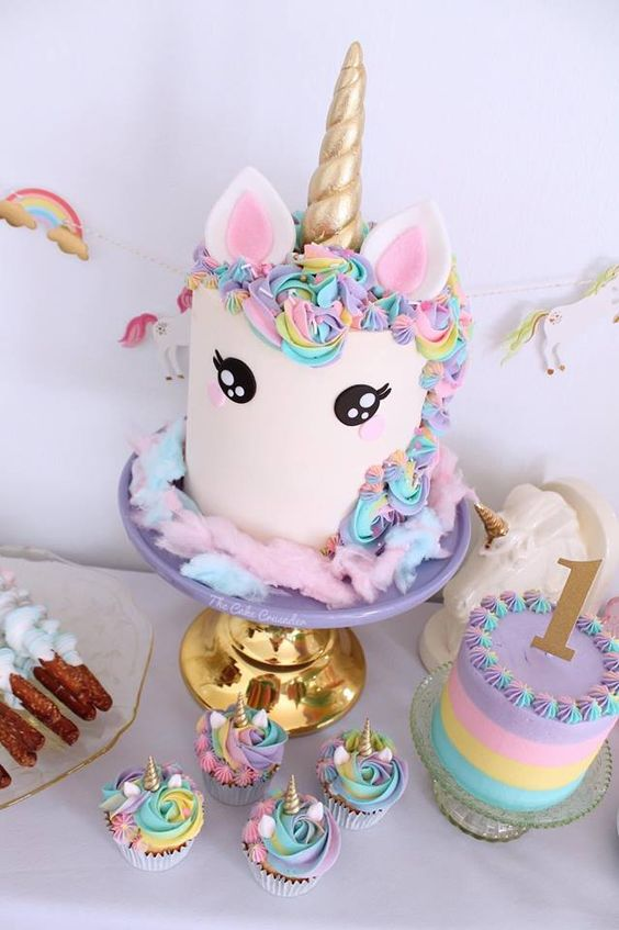 small cake for unicorn party (5)