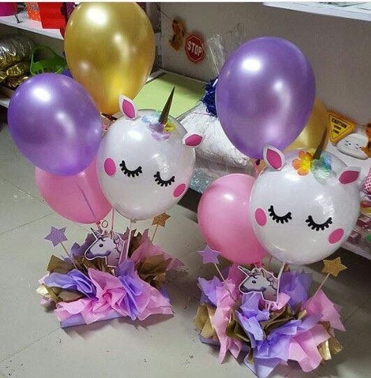 centerpiece with unicorn party balloons
