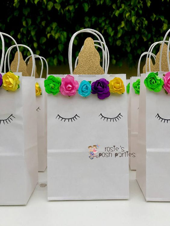 candies in unicorn gift bags (3)