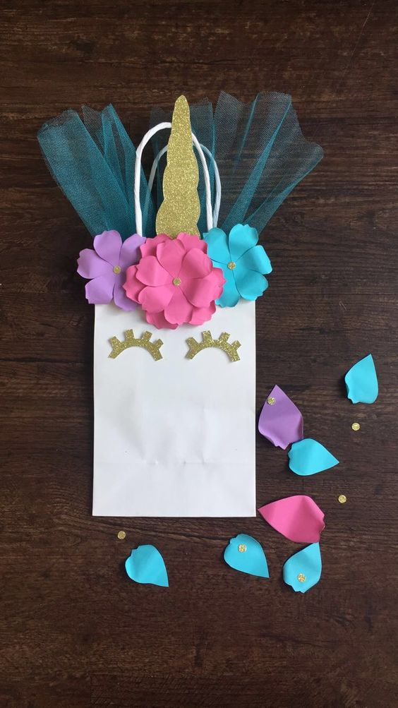 candies in unicorn gift bags (4)