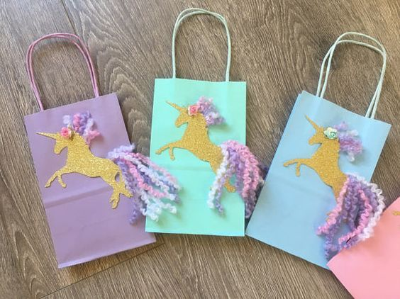 candies in unicorn gift bags (2)
