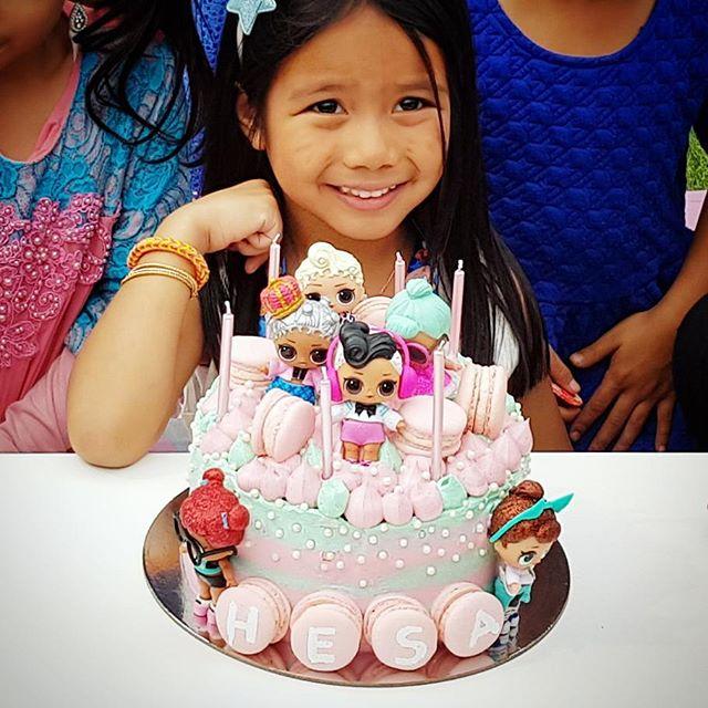 birthday cake a floor theme doll lol (3)