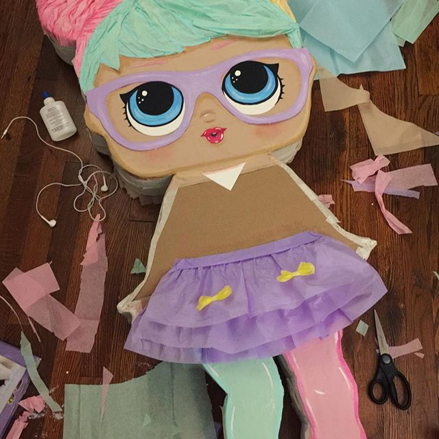 lol doll pinata for a girl's party (2)