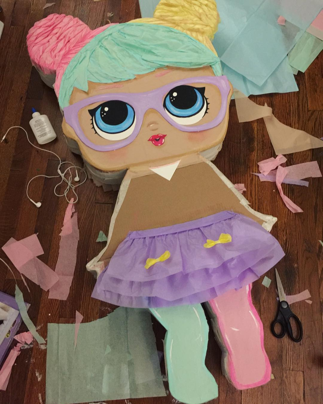 lol doll pinata for a girl's party (1)