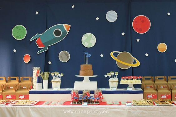 Children's party with the theme of astronauts