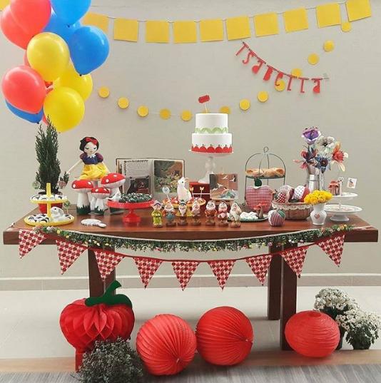 Snow White Party Decoration