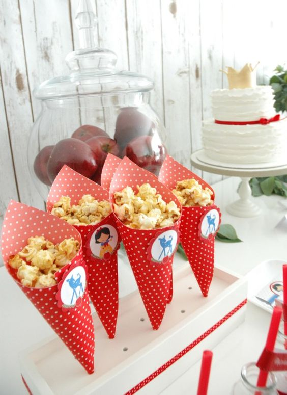 Snow white party desserts