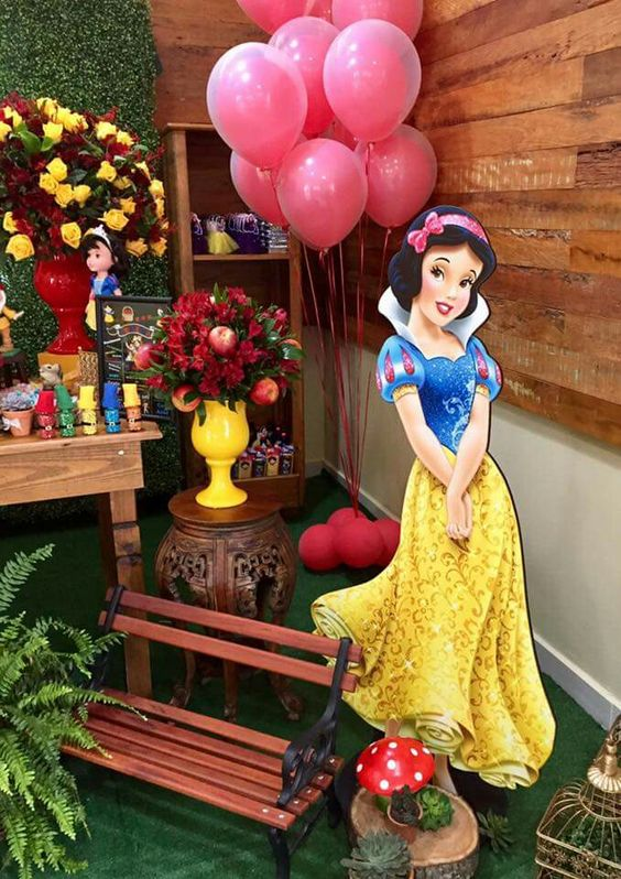 How to decorate a snow white dessert table