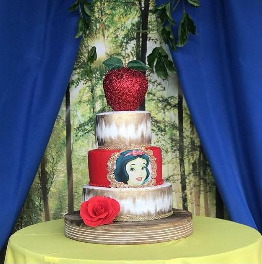 Modern snow white cakes
