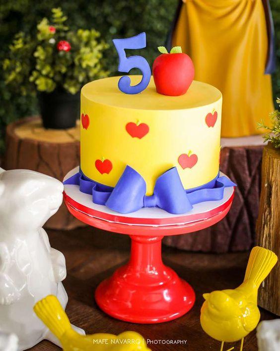 Simple snow white cakes