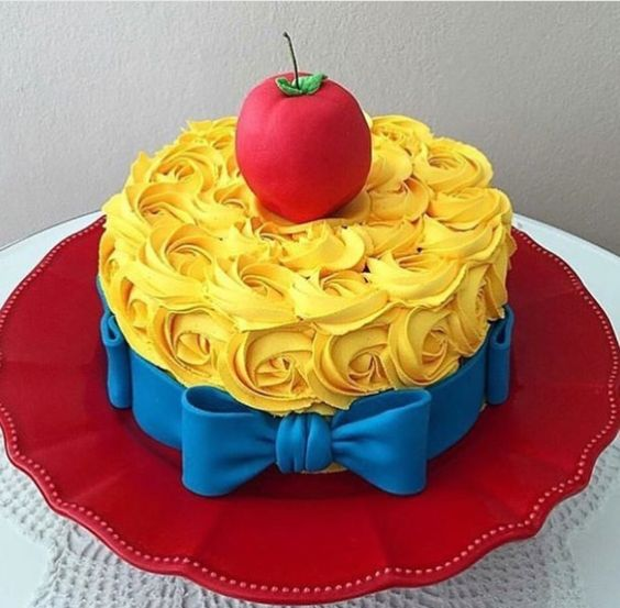Simple snow white cakes