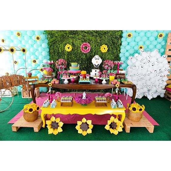 Frozen fever dessert tables