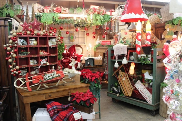 Decoration of commercial premises for Christmas