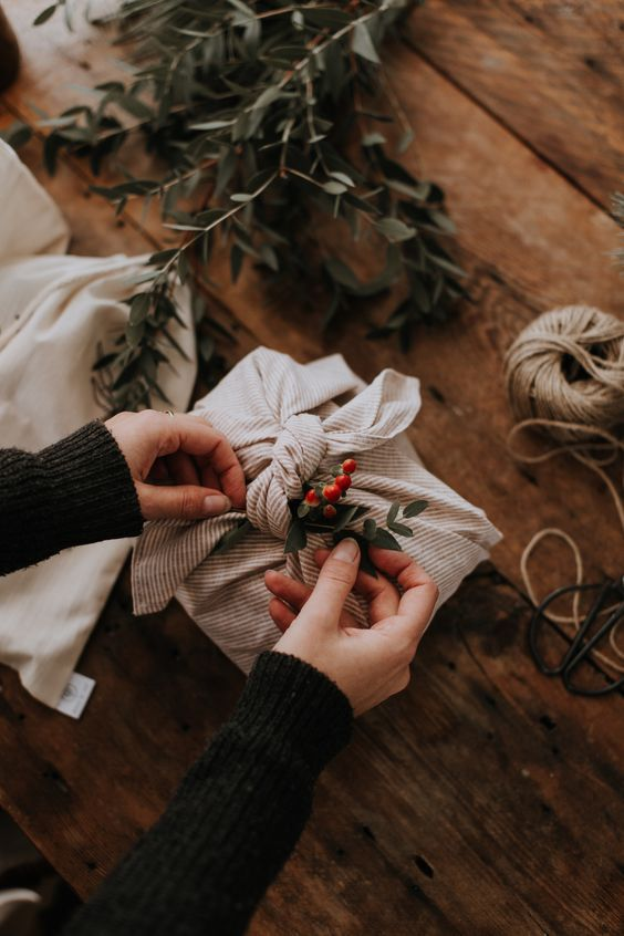 Gift-wrapping in an original way VIII