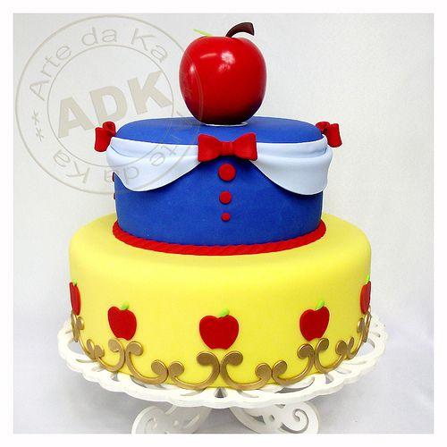 Snow White Piñata Cakes