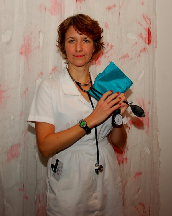 Como fazer uma fantasia de enfermeira para festa - Fantasia de enfermeira tradicional