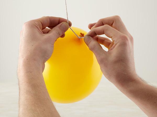 How to make balls of Natal com barbante - Step 3