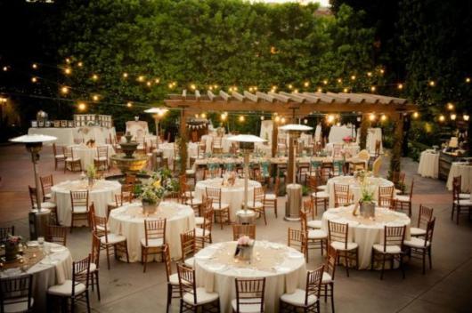 Mini wedding: rustic decoration with table arrangements