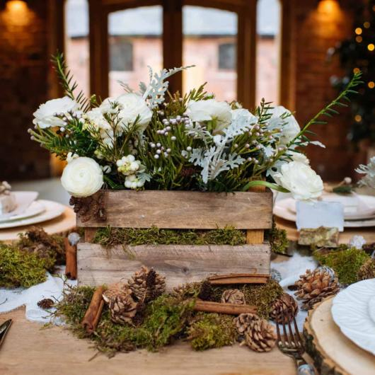 Mini wedding: rustic decoration with wooden box