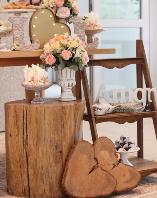 Mini wedding: table decoration with trunk