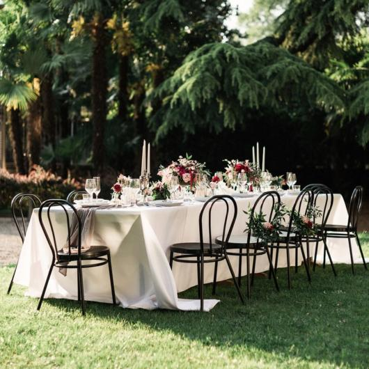 Mini wedding: table decoration with white towel