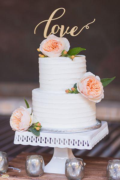 Mini wedding: white cake with flowers