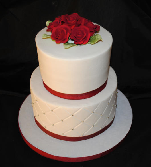 Mini wedding: cake with red roses