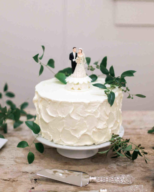 Mini wedding: cake with noivinhos