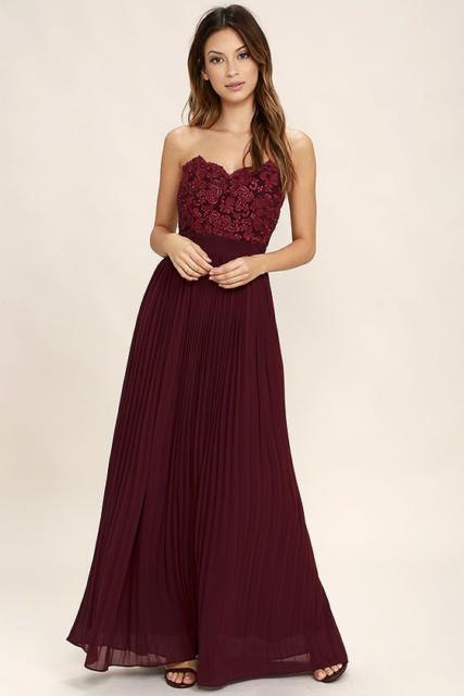 dress with lace and pleat