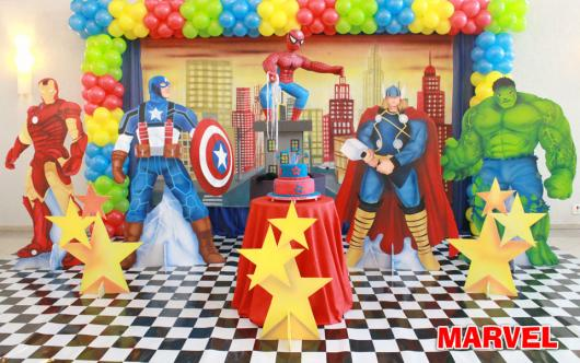 A very realistic setting for a beautiful Marvel Superhero party