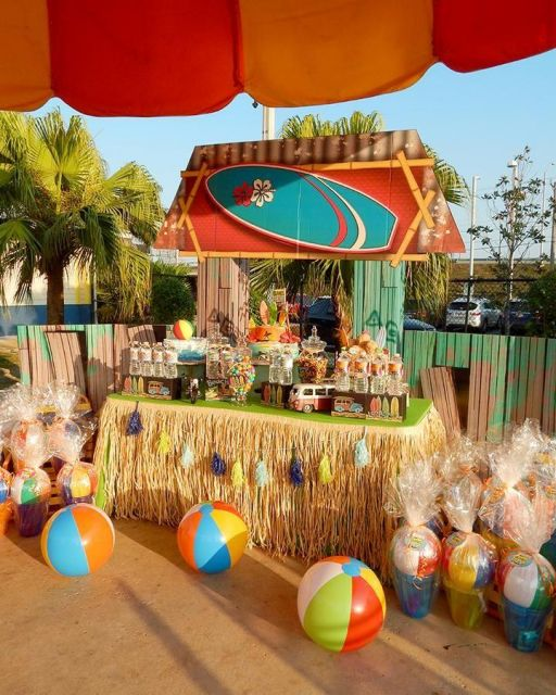head table decorated Hawaiian party